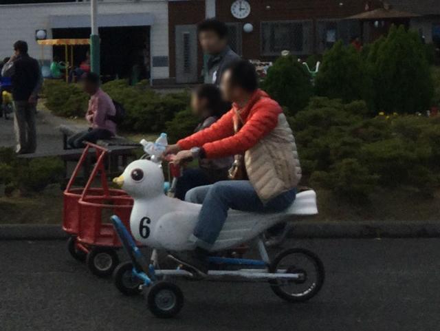 「万博おもしろ自転車広場」鳥の形をした自転車