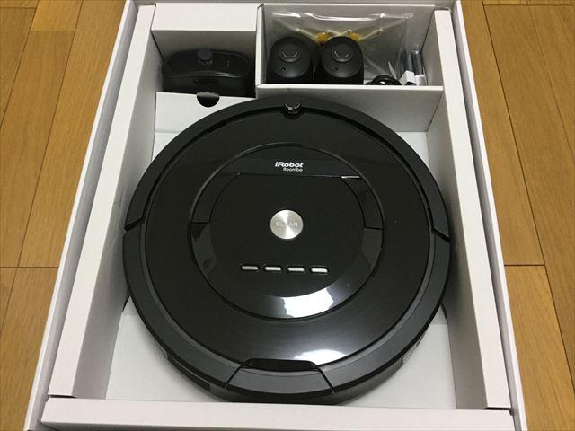 アイロボット「ルンバ885(Roomba885)」開封、ビニールを取り除いた様子