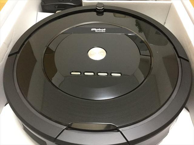 アイロボット「ルンバ885(Roomba885)」開封、アップで撮影