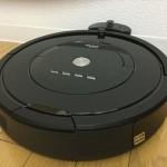 アイロボット「ルンバ885(Roomba885)」本体がホームベースに戻っている様子