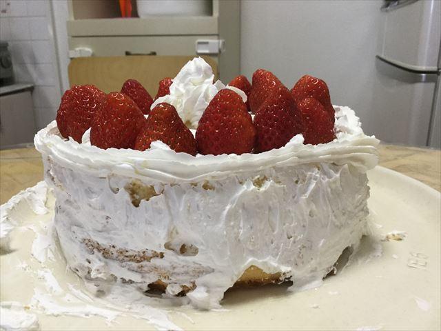 子供と一緒に作った苺ケーキ