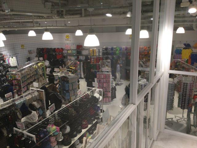 雑貨390円ショップ「サンキューマート」の入口付近の様子