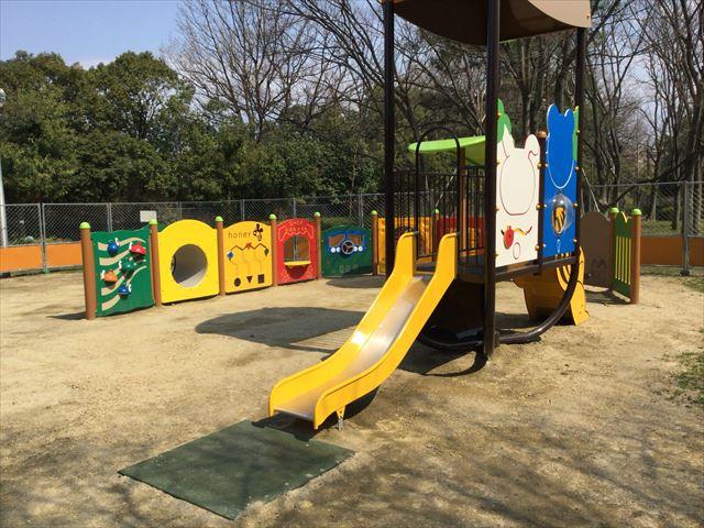 枚方市楠葉「市民の森」の遊具芝生広場、新しい遊具が追加