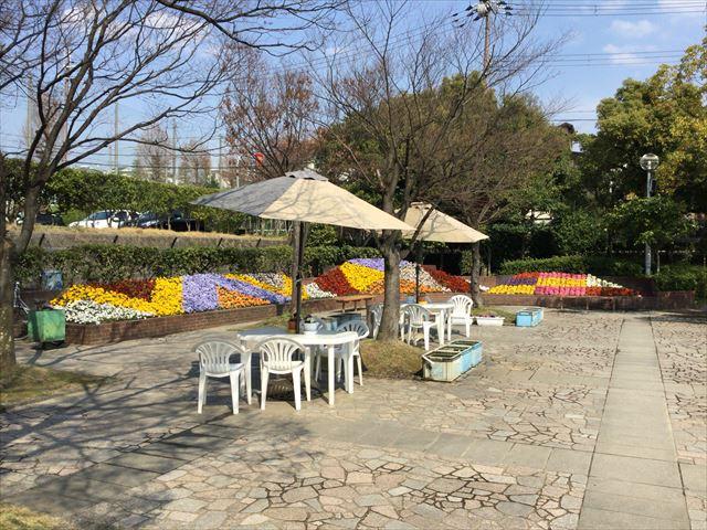 枚方市楠葉「市民の森」入口付近花壇