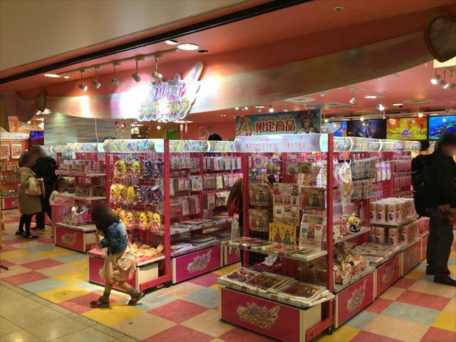 「プリキュアプリティストア」大阪本店、入口付近