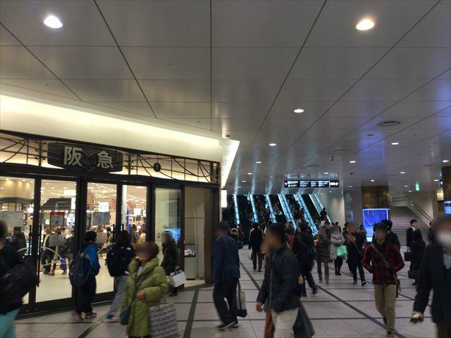 阪急百貨店うめだ本店前のエスカレーター