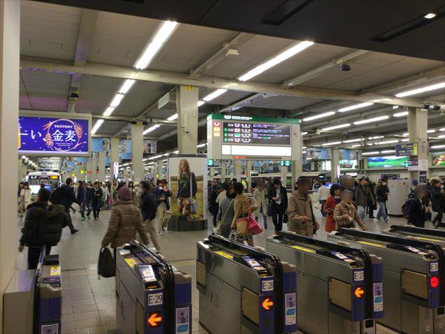 阪急電車「梅田駅」の改札付近