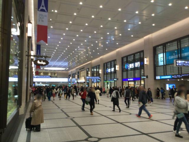 阪急百貨店うめだ本店横、新生銀行や阪急グランドビル付近
