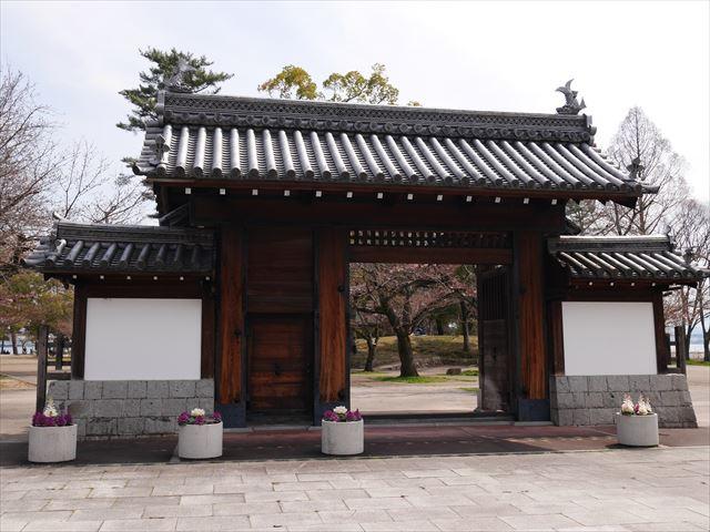 膳所城跡公園の門