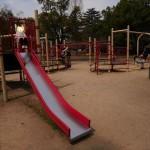 膳所城跡公園の遊具、滑り台(中)