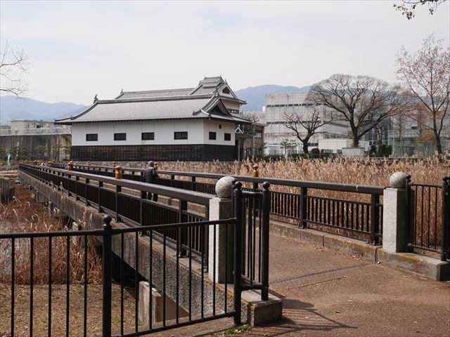 二ノ丸跡の多聞櫓(模擬)