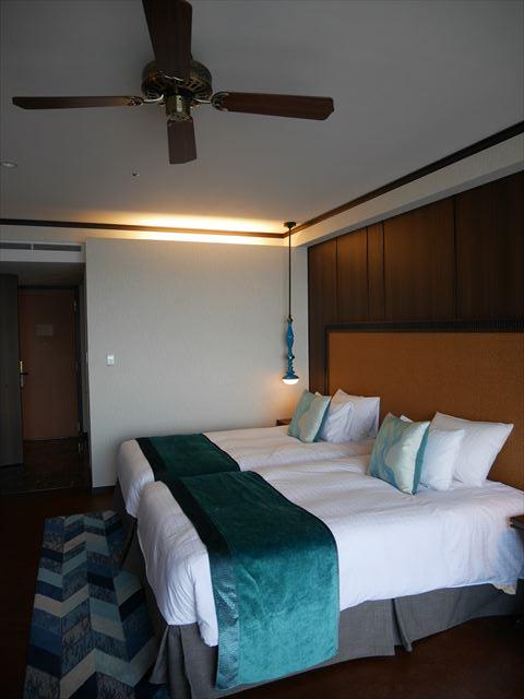 「琵琶湖ホテル」ラグジュアリーフロアアクアの部屋、ベッド