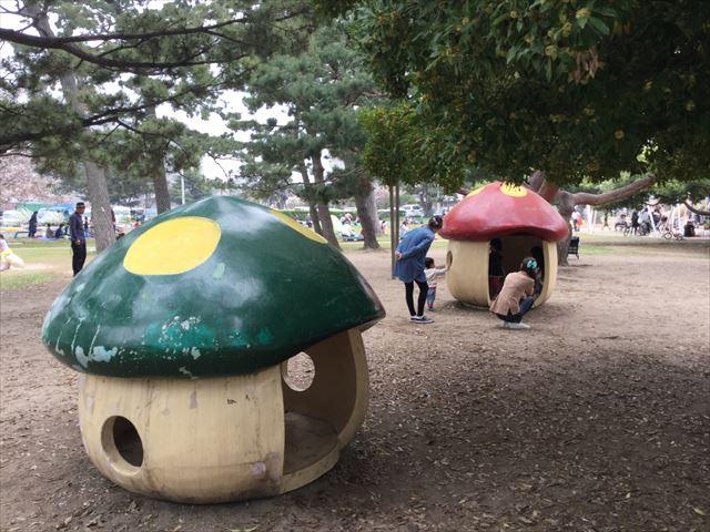 浜寺公園「北児童遊技場」きのこの家