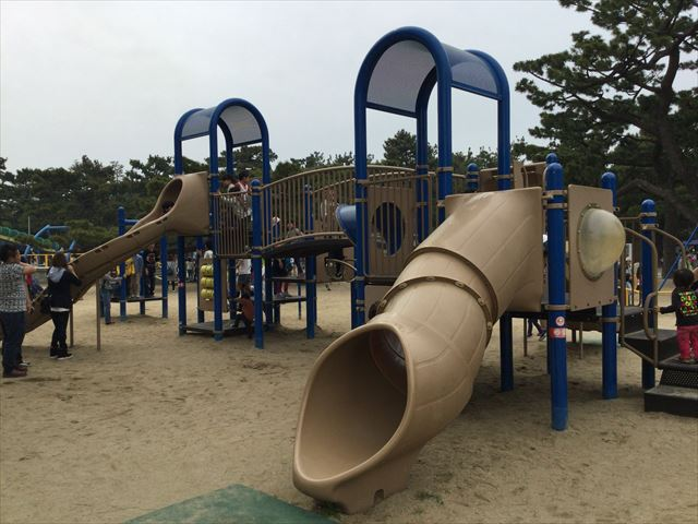 浜寺公園「北児童遊技場」幼児向け滑り台