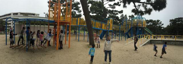 浜寺公園「北児童遊技場」巨大複合滑り台。パノラマ撮影