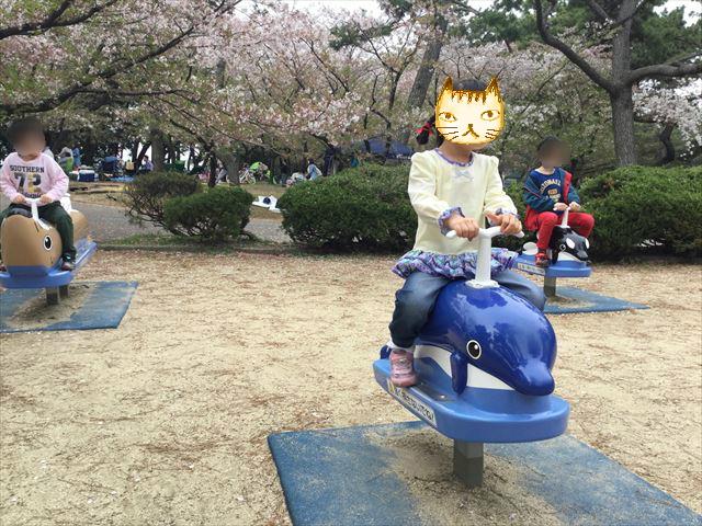 浜寺公園「南児童遊技場」イルカの乗り物