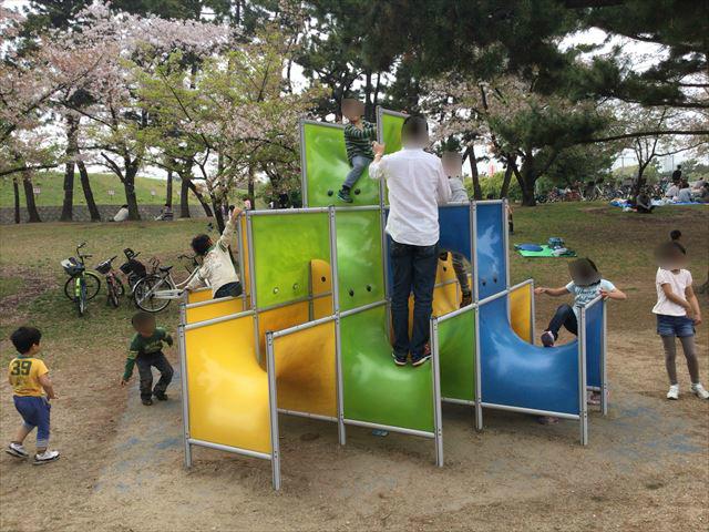 浜寺公園「南児童遊技場」くぐったり上ったりできる遊具