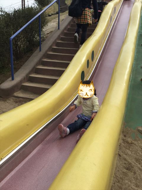 浜寺公園「南児童遊技場」特大滑り台を滑る娘