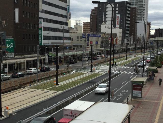 阪堺電車「天王寺駅前駅」芝生