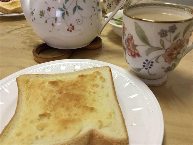 「神戸アーモンドバター」を付けて焼いた食パンを食べてみる