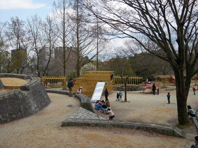 「皇子が丘公園」巨大遊具全体を撮影