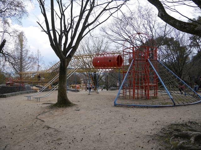 「皇子が丘公園」一番上の遊具