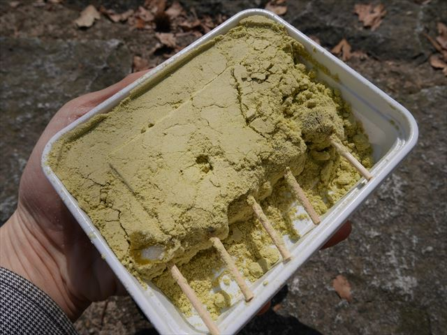 三井寺力餅、きな粉たっぷり