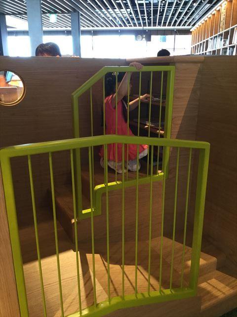 枚方T-STITE5階「蔦屋書店」(児童書)秘密基地のような書棚