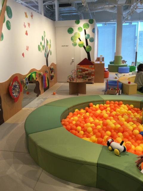 枚方T-STITE5階「ボーネルンド・トットガーデン」ボールプールと遊具