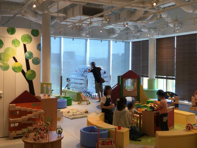 枚方T-STITE5階「ボーネルンド・トットガーデン」子供用キッチンや回転遊具