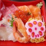 黒潮市場で海鮮丼を食べてたり、マグロ解体ショーを見てきたよ