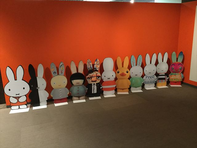 「ミッフィー展・大阪」入口、アーティストがデザインしたミッフィー