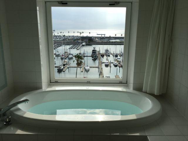 和歌山マリーナシティホテル、お風呂場からのオーシャンビューの様子