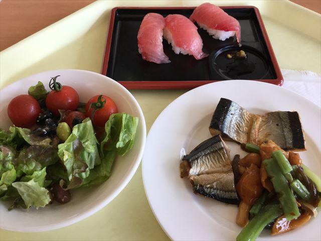 和歌山マリーナシティホテルの朝食バイキング「感動の朝ごはん」マグロ、サラダ、サンマなど