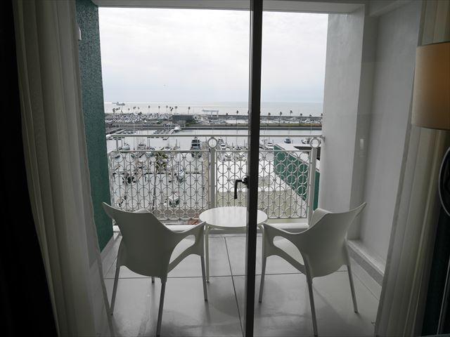 和歌山マリーナシティホテルのオーシャンビューバス。7階のバルコニー