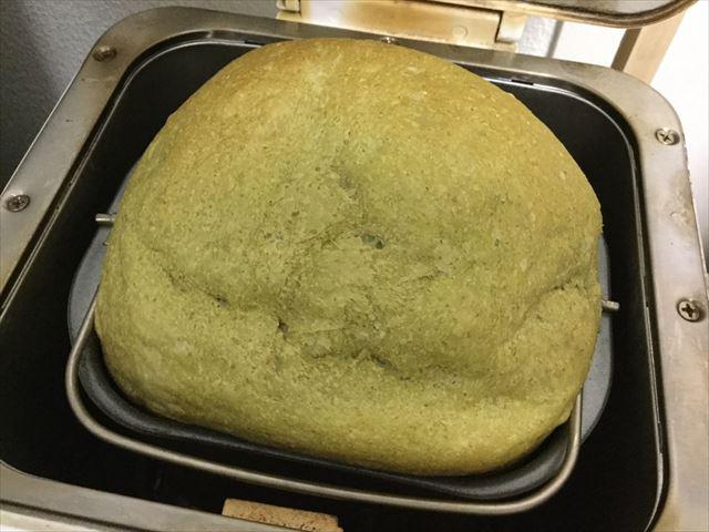 青汁ライ麦食パンが焼きあがった