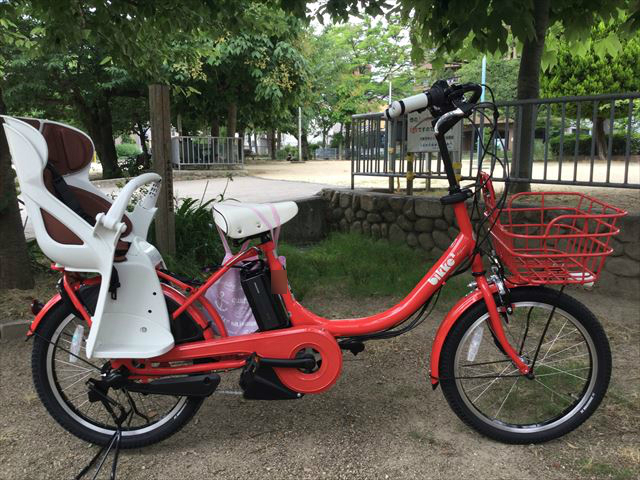 ブリジストン子供乗せ電動アシスト自転車「ビッケ2e」2016年戻る(レッド)、横から撮影