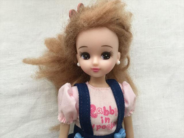 髪の毛がチリチリになってしまったリカちゃん
