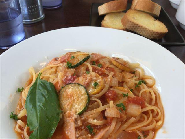 「フルーツキッチンほのか」トマトとズッキーニの生パスタ