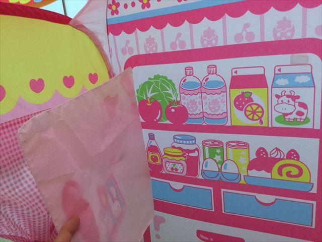 メルちゃんおせわパーツ「メルちゃんとわたしのおおきなおうち」冷蔵庫を開けた様子