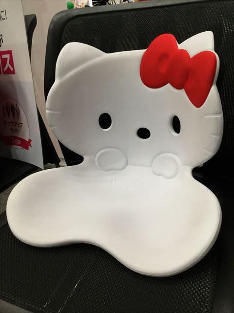 MTG「Style Hello Kitty」白色、斜めから撮影