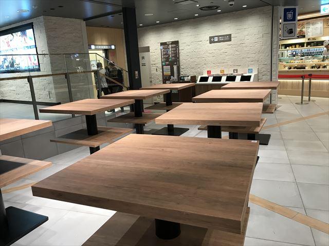 阪神百貨店スナックパークの立ち食いエリア