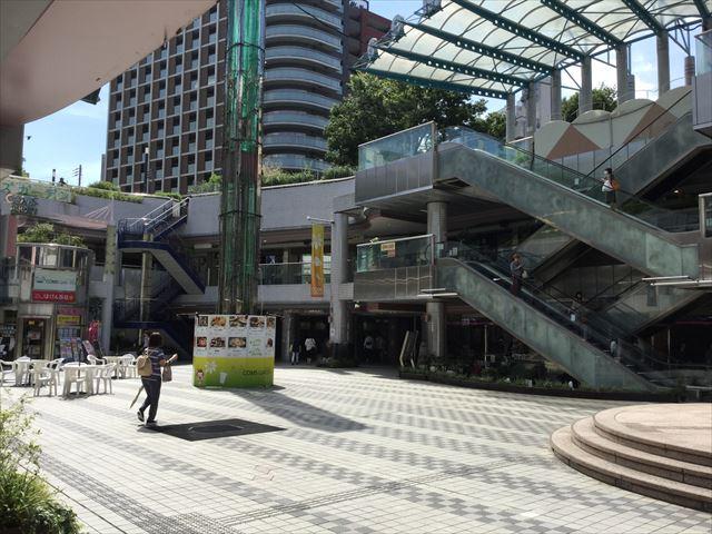 コムズガーデンと長堀鶴見緑地線「京橋駅」