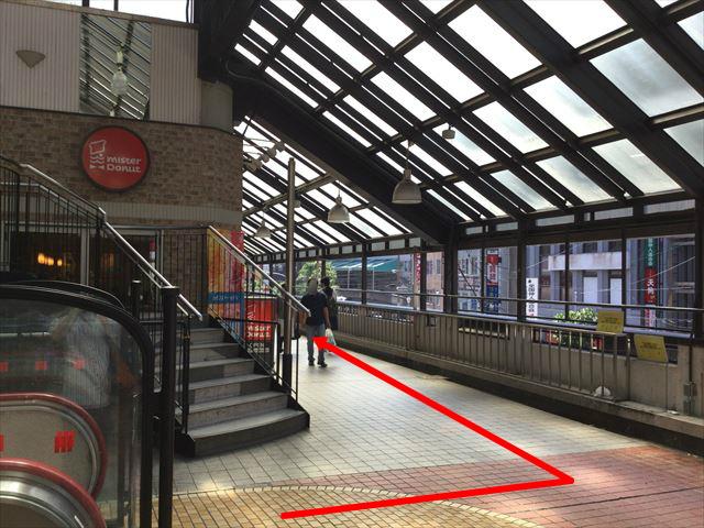 京阪京橋駅ミスタードーナツ前