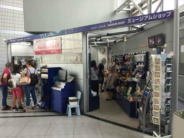 大阪市立科学館ミュージアムショップ入口