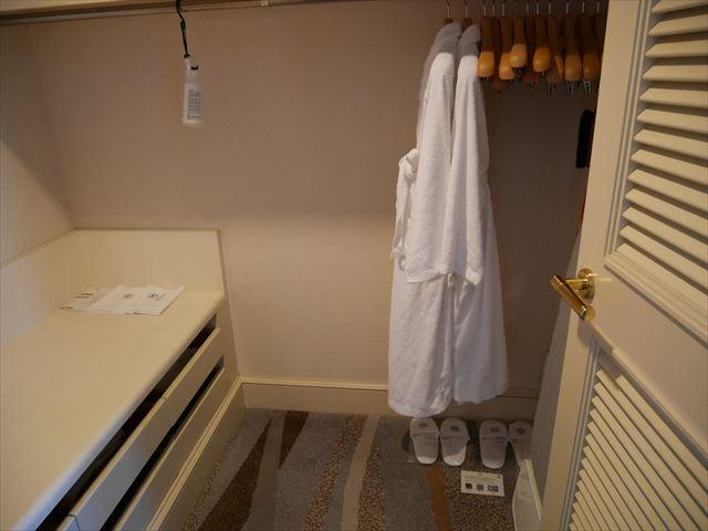 「神戸ベイシェラトンホテル&タワーズ」ジュニアスイートのウォークインクローゼット