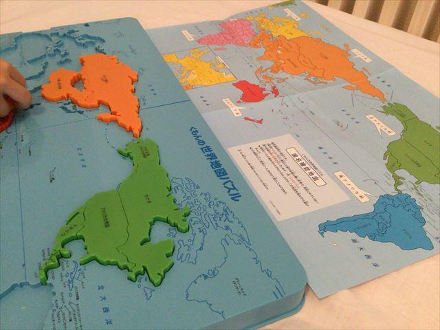 くもん「世界地図パズル」国別パズルで遊ぶ娘