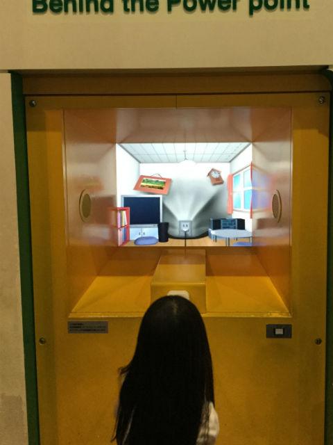 大阪市立科学館、1階展示場、コンセントからの旅