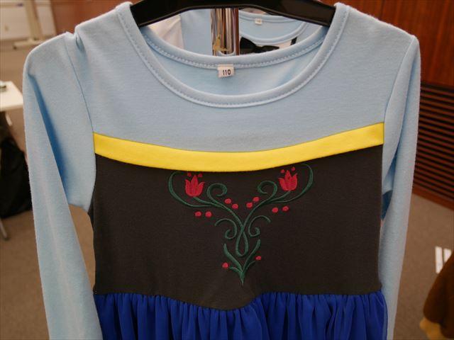 「アナと雪の女王(アナ雪)」アナのキッズワンピース、花柄の刺繍
