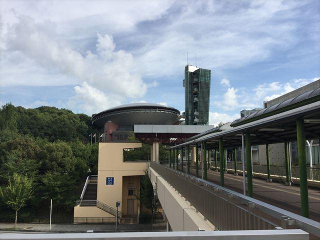 泉北高速鉄道「泉が丘駅」2階からビッグバンに繋がる通路